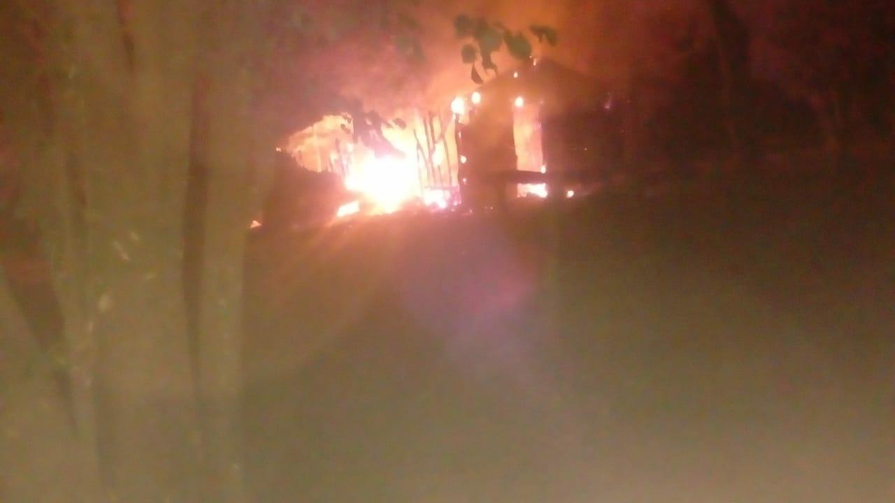 Casa de pescador incendiada em MG